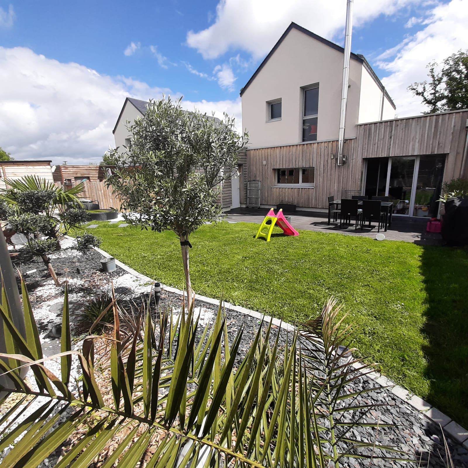 Maison 3 chambres, garage avec jardin paysager – 49070